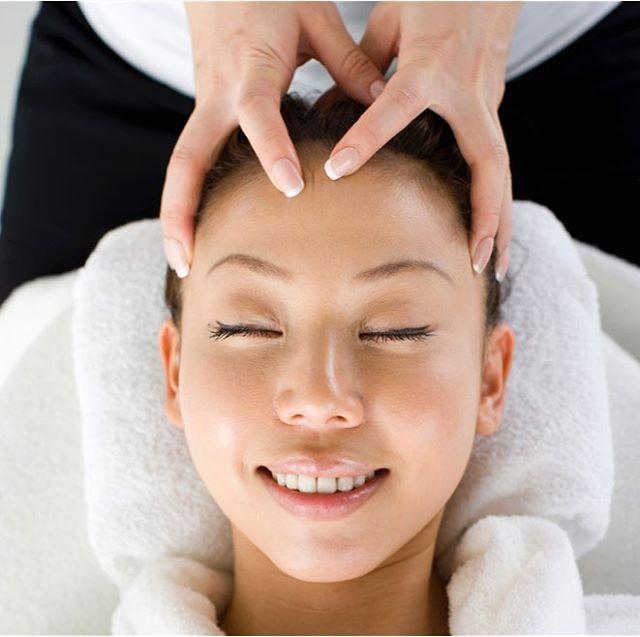 当店一番人気のコースは 頭蓋骨矯正+小顔矯正コルギ❣️ 痛気持ち良い感覚は病みつきになりますよ ・
